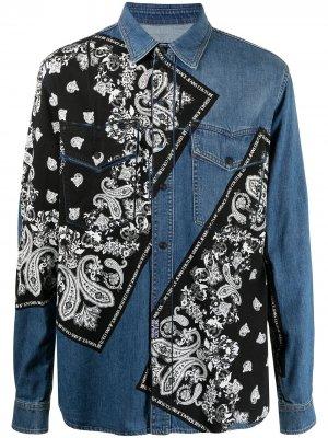 Джинсовая рубашка с принтом Versace Jeans Couture. Цвет: синий
