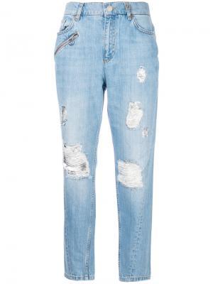 Джинсы бойфренды с рваными деталями Versace Jeans. Цвет: синий