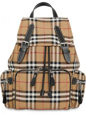Рюкзак среднего размера в клетку Burberry. Цвет: нейтральные цвета
