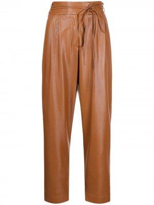 Зауженные брюки из искусственной кожи Pinko. Цвет: коричневый