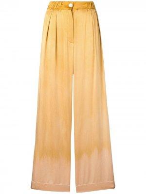 Атласные брюки Keaton Raquel Allegra. Цвет: золотистый