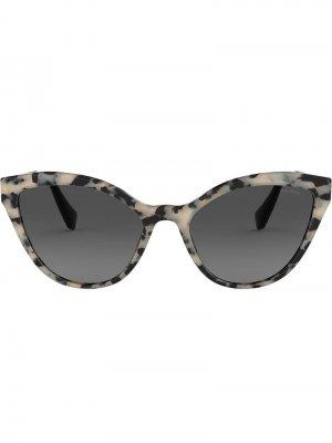 Солнцезащитные очки в оправе кошачий глаз Miu Eyewear. Цвет: серый