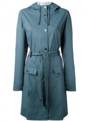 Пальто с поясом Rains. Цвет: синий