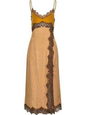 Вечернее платье с кружевом Pinko. Цвет: нейтральные цвета