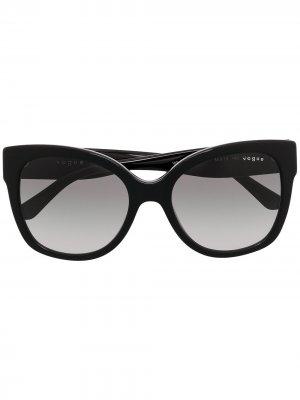 Солнцезащитные очки в массивной оправе кошачий глаз Vogue Eyewear. Цвет: черный