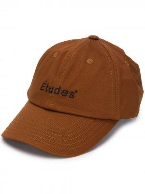 Кепка с вышитым логотипом Etudes. Цвет: коричневый