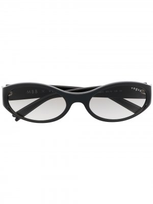 Солнцезащитные очки в узкой круглой оправе Vogue Eyewear. Цвет: черный