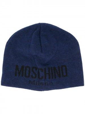 Шапка бини вязки интарсия с логотипом Moschino. Цвет: синий