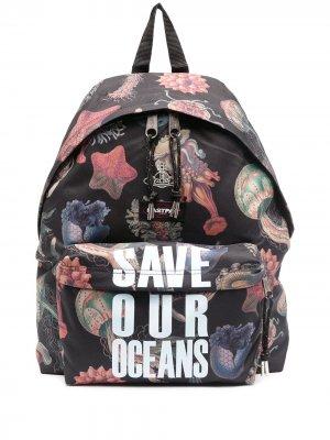 Рюкзак Save our Oceans из коллаборации с Vivienne Westwood Eastpak. Цвет: черный