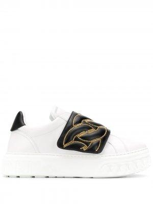 Кроссовки-слипоны с тисненым узором Casadei. Цвет: белый