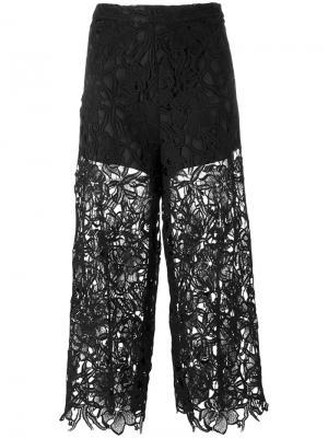 Укороченные кружевные брюки Alice+Olivia. Цвет: черный