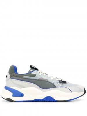 Кроссовки в стиле колор-блок с логотипом Puma. Цвет: серый