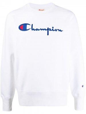 Свитер с вышитым логотипом Champion. Цвет: белый