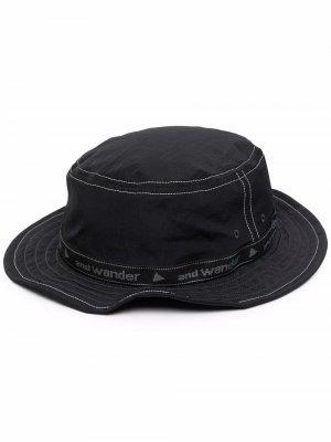 Шляпа-федора с логотипом and Wander. Цвет: черный