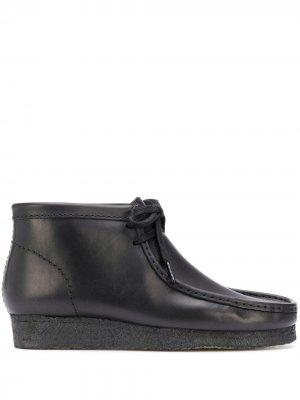 Ботинки дезерты Wallabee на шнуровке Clarks Originals. Цвет: черный