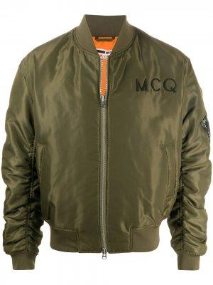 Бомбер с вышитым логотипом McQ Swallow. Цвет: зеленый