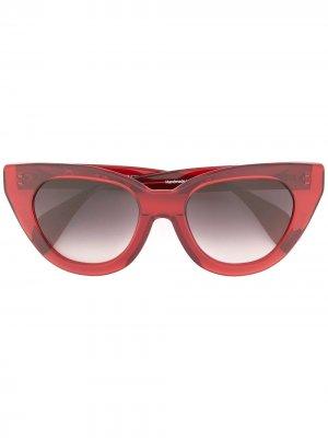 Солнцезащитные очки Holly Audrey в массивной оправе кошачий глаз Oscar de la Renta. Цвет: красный