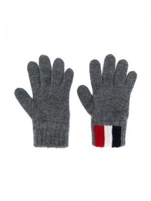 Классические перчатки с полосками Moncler Kids. Цвет: серый