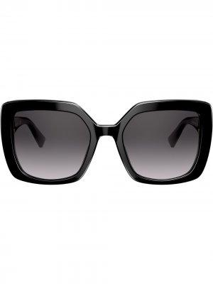 Солнцезащитные очки в массивной оправе с логотипом VLogo Valentino Eyewear. Цвет: черный