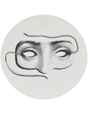 Тарелка с рисунком Fornasetti. Цвет: белый