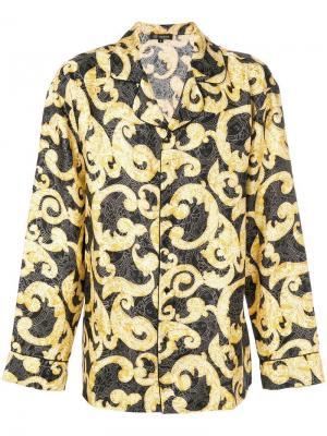 Пижамная рубашка с узором в стиле барокко Versace. Цвет: желтый
