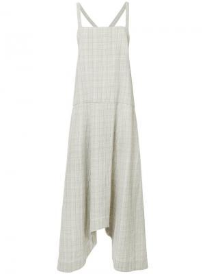 Асимметричное платье-сарафан в клетку Bassike. Цвет: коричневый