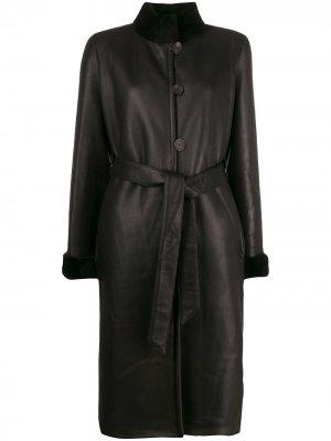 Пальто с отделкой из овчины и поясом Liska. Цвет: черный