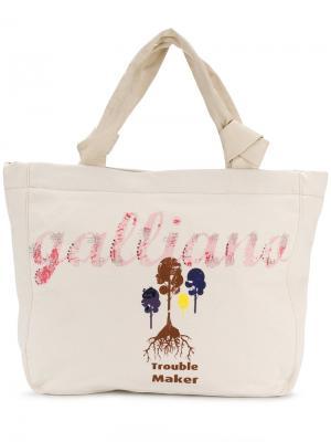 Сумка-тоут с принтотм логотипа John Galliano. Цвет: нейтральные цвета
