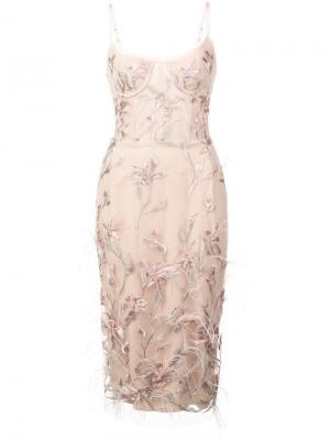 Платье без рукавов с вышивкой перьями Marchesa Notte. Цвет: розовый