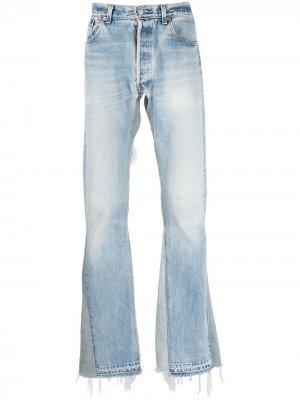 Расклешенные джинсы с эффектом потертости GALLERY DEPT.. Цвет: синий
