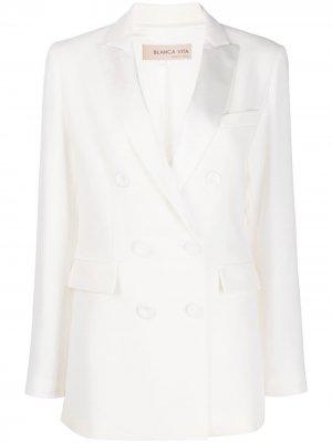 Двубортный пиджак с заостренными лацканами Blanca Vita. Цвет: белый