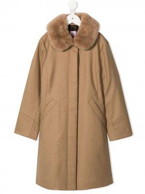 Пальто с меховым воротником Familiar. Цвет: коричневый
