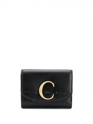 Бумажник размера мини с металлическим логотипом Chloé. Цвет: черный