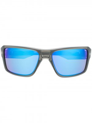 Солнцезащитные очки в массивной оправе Oakley. Цвет: серый