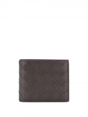 Складной бумажник с плетением intrecciato Bottega Veneta. Цвет: коричневый